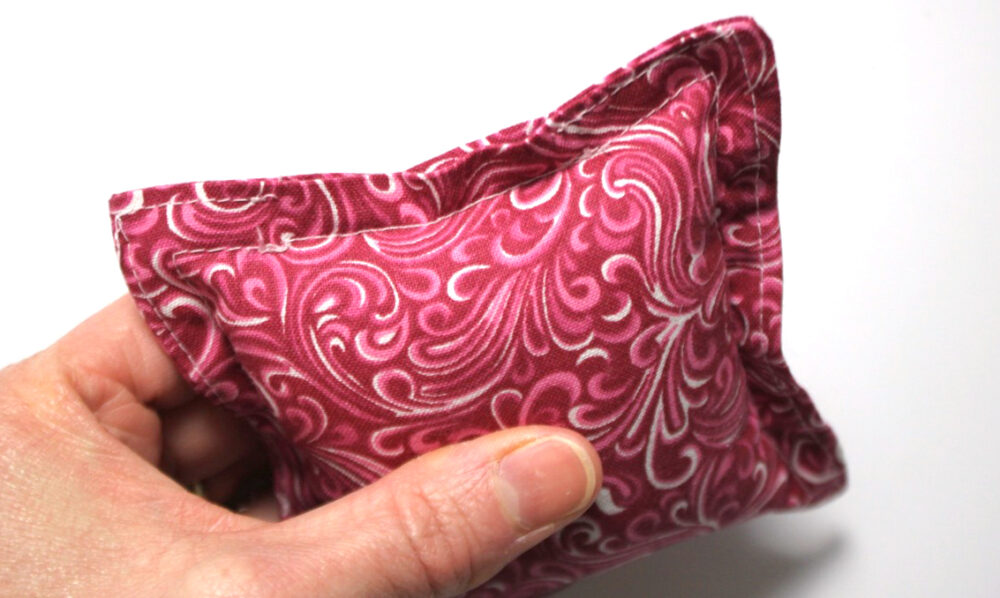 Free Tutorial: How to make a doll-sized couch flange pillow